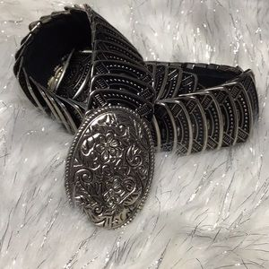 Accessories - Silver accordion oval etched trendy stretchy #39B